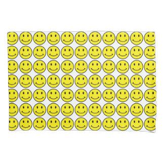 Fronha de almofada amarelas do padrão do smiley