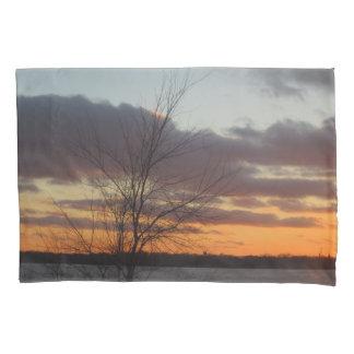 Fronha de almofada do por do sol do lago
