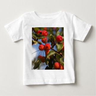 Frutas de uma árvore de maçã selvagem camiseta para bebê