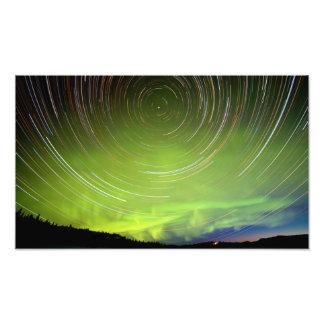 Fugas da estrela e borealis da Aurora da aurora bo Impressão Fotográficas