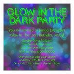 Fulgor de néon na festa de aniversário escura convites