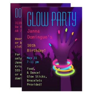 Fulgor do delírio nos convites de festas escuros