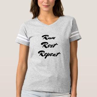 Funcione a repetição do resto camiseta