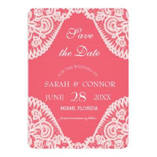 Fundo cor-de-rosa da cor com convite do laço