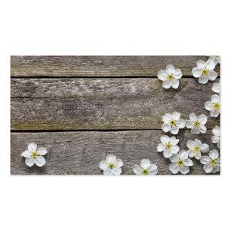 Fundo do primavera. Flores da cereja na madeira Cartão De Visita