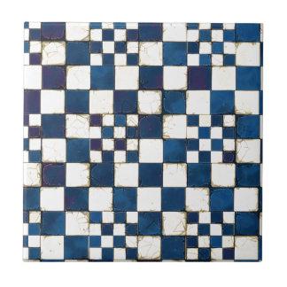 Fundo rachado azul e branco da textura do azulejo