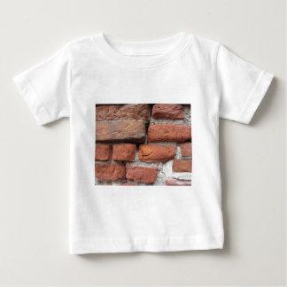 Fundo velho da parede de tijolo camiseta para bebê