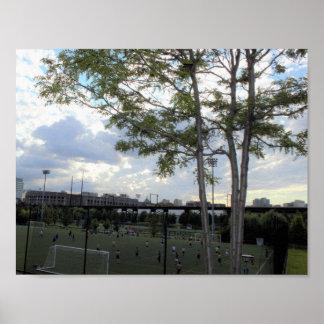 Futebol no parque de Penn Pôster