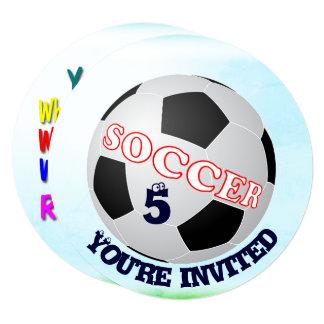 Futebol pequeno do convite do atleta