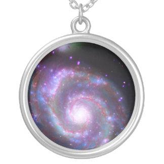 Galáxia espiral clássica colar banhado a prata