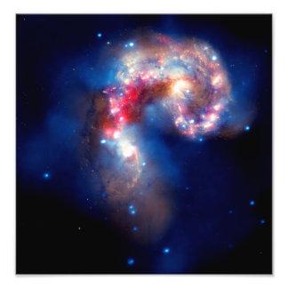Galáxias das antenas que colidem impressão fotográfica