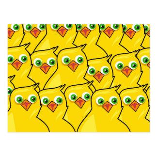 Galinhas amarelas brilhantes bonitas da páscoa cartão postal