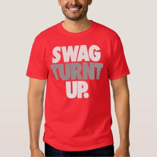 Ganhos Turnt acima perto: Trenz Unltd. T vermelho T-shirts