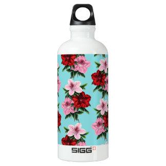 Garrafa D'água flores rosas vermelha na luz da cerceta
