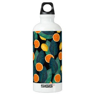 Garrafa D'água preto dos limões e das laranjas