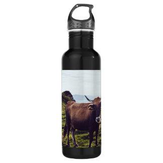 Garrafa De Aço Inoxidável Vaca bovina na paisagem bonita