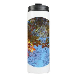 Garrafa de água das folhas de outono