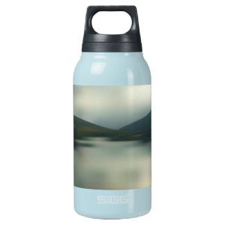 Garrafa De Água Térmica Lago nas montanhas