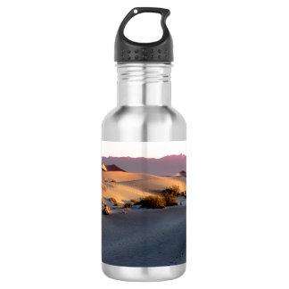 Garrafa Dunas de areia lisas o Vale da Morte do Mesquite