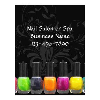 Garrafas coloridas do verniz para as unhas, salão flyer 21.59 x 27.94cm