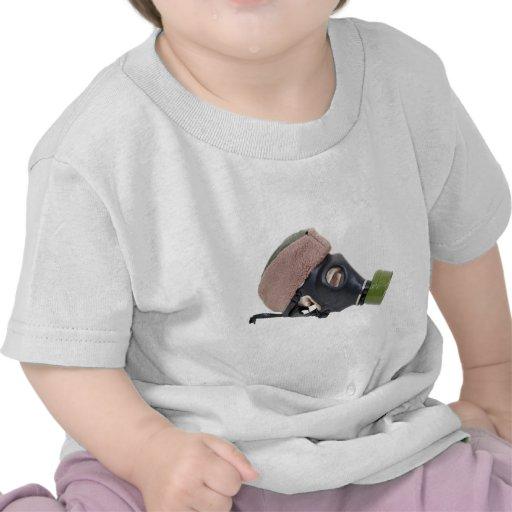 GasMaskMilitaryHat052409 Camiseta