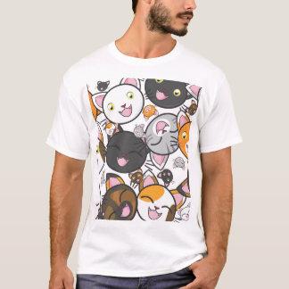 Gatinho de Kawaii - o t-shirt dos homens Camiseta