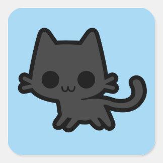 Gatinho preto bonito no azul adesivo em forma quadrada