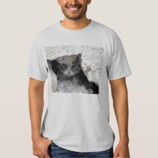 Gatinho sob o patamar t-shirts
