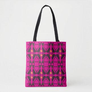 Gatinhos no bolsa cor-de-rosa