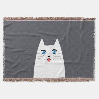 Gato bonito com a língua que cola para fora lençol