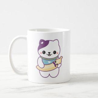 Gato bonito da banana caneca de café