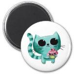 Gato bonito do gatinho com cupcake de Kawaii Ímã Redondo 5.08cm