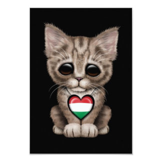 Gato bonito do gatinho com o coração húngaro da convites personalizado