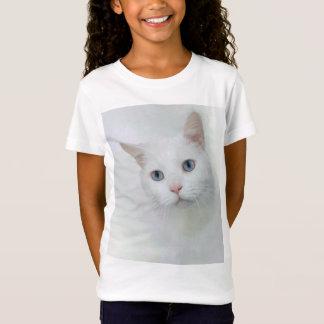 Gato branco adorável com olhos azuis camiseta