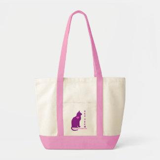 gato com o bolsa da tecnologia do veterinário do