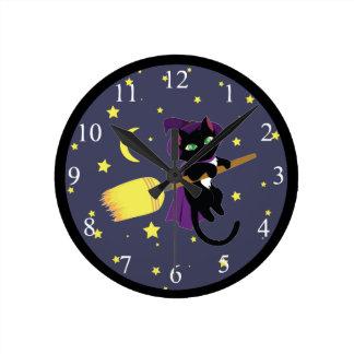 Gato da bruxa do vôo relógio redondo