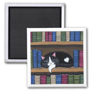 Gato do smoking que dorme no ímã da arte do gato ímã quadrado