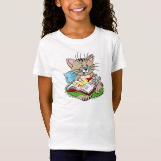 Gato e rato que lêem um livro junto camiseta