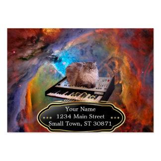 Gato em um teclado no espaço cartão de visita grande