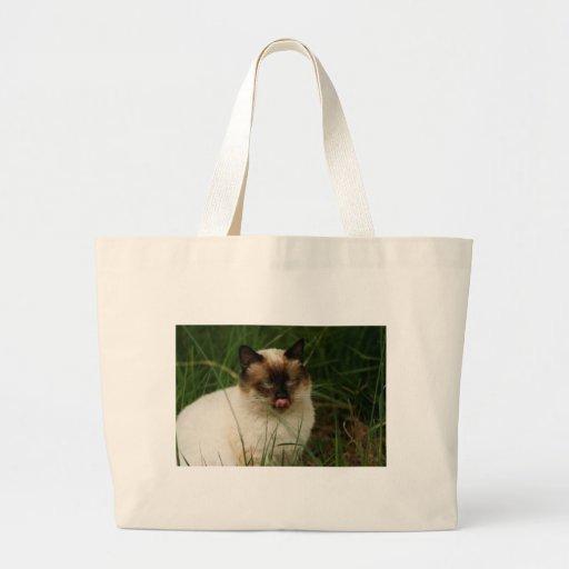 Gato feroz Siamese com língua para fora Bolsas Para Compras