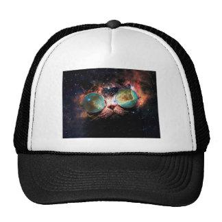 Gato legal do espaço com vidros do telescópio no boné