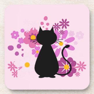 Gato no grupo da porta copos das flores do rosa