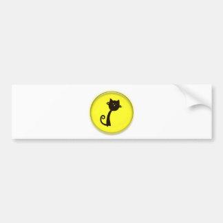 Gato preto bonito no círculo amarelo adesivo para carro