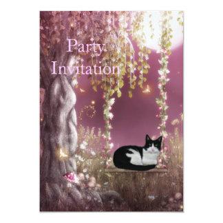 Gato preto & branco do convite no balanço da