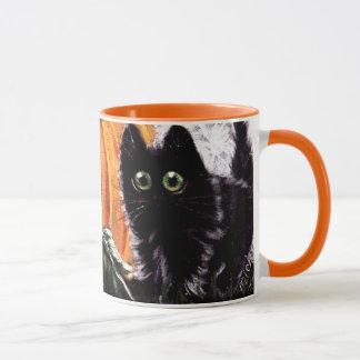 Gato preto do Dia das Bruxas que caneca do gato de