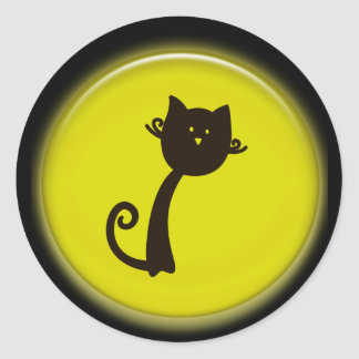 Gato preto dos desenhos animados bonitos no adesivo
