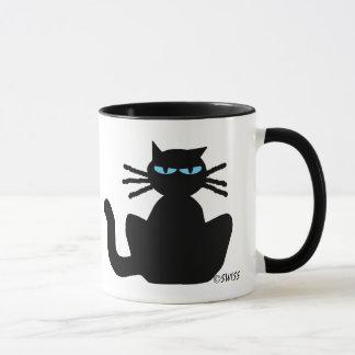 Gato preto Meditating com a caneca de café dos