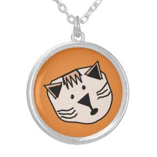 Gatos bonitos dos desenhos animados no pendente colar banhado a prata