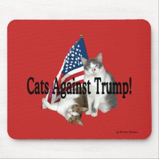 """Gatos contra o trunfo"" Mousepad"