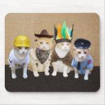 Gatos engraçados da vila mouse pads